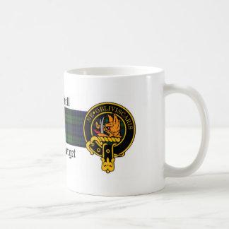 Escudo de Campbell y taza escoceses del tartán