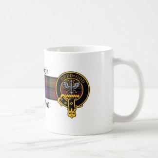 Escudo de Carnegie y taza escoceses del tartán