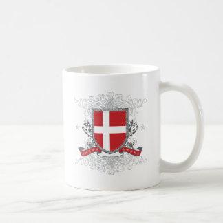 Escudo de Dinamarca Taza Básica Blanca