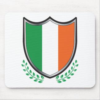 Escudo de la bandera de Irlanda con los laureles Alfombrillas De Raton