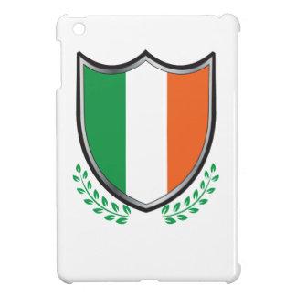 Escudo de la bandera de Irlanda con los laureles iPad Mini Protectores