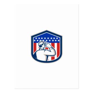 Escudo de la bandera del soldado que saluda americ tarjetas postales