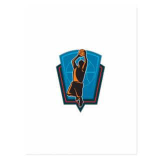 Escudo de la bola del jugador de básquet que rebot postales