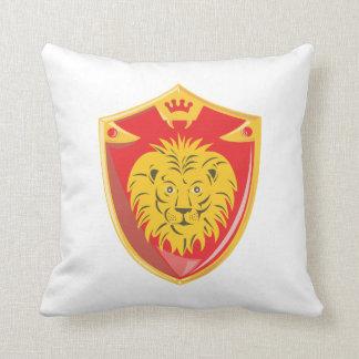 Escudo de la corona del león retro almohada