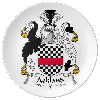 Escudo de la familia de Ackland Plato De Cerámica