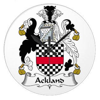 Escudo de la familia de Ackland Reloj Redondo Grande