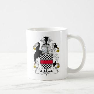 Escudo de la familia de Ackland Taza Básica Blanca