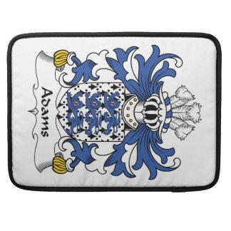 Escudo de la familia de Adams Fundas Para Macbooks