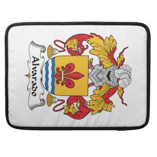 Escudo de la familia de Alvarado Fundas Para Macbooks