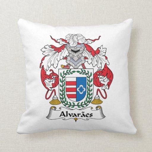 Escudo de la familia de Alvaraes Almohadas