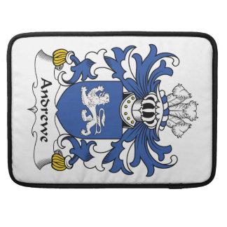 Escudo de la familia de Andrewe Fundas Para Macbooks