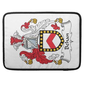 Escudo de la familia de Behan Fundas Para Macbook Pro