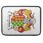 Escudo de la familia de Bermudes Fundas Macbook Pro