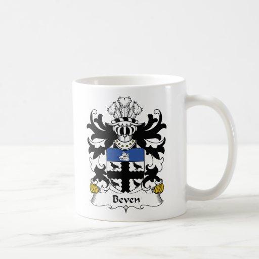 Escudo de la familia de Beven Taza Básica Blanca