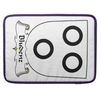 Escudo de la familia de Bludenz Fundas Para Macbook Pro