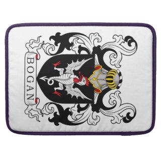 Escudo de la familia de Bogan Fundas Para Macbooks