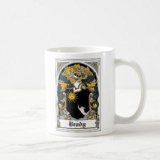 Escudo de la familia de Brady Taza Básica Blanca