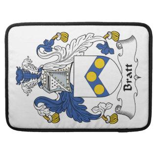 Escudo de la familia de Bratt Fundas Para Macbooks