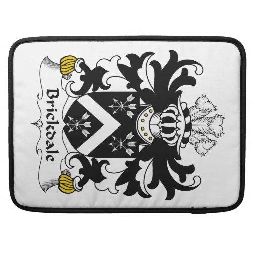 Escudo de la familia de Brickdale Fundas Para Macbook Pro