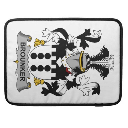 Escudo de la familia de Brounker Funda Para Macbook Pro