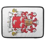 Escudo de la familia de Burdeos Fundas Para Macbooks