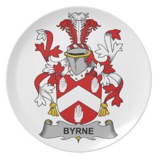 Escudo de la familia de Byrne Platos