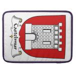Escudo de la familia de Castelmur Fundas Para Macbooks