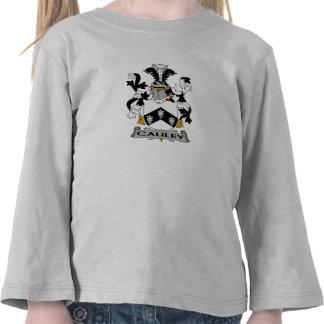 Escudo de la familia de Cauley Camiseta