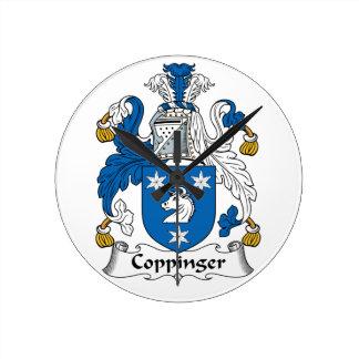 Escudo de la familia de Coppinger Relojes De Pared