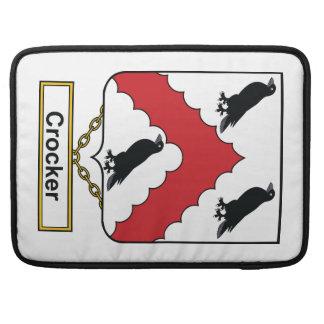 Escudo de la familia de Crocker Fundas Para Macbooks