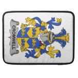 Escudo de la familia de Cromwell Funda Para Macbooks