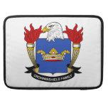 Escudo de la familia de Crowninshield Funda Para Macbooks