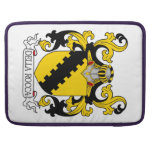 Escudo de la familia de Della Rocca Funda Para Macbook Pro