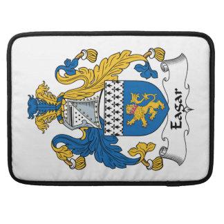 Escudo de la familia de Eagar Fundas Macbook Pro
