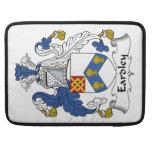 Escudo de la familia de Eardley Fundas Para Macbook Pro