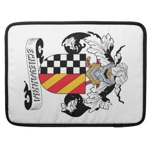 Escudo de la familia de Echevarria Fundas Para Macbooks
