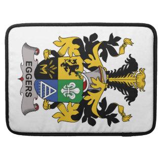 Escudo de la familia de Eggers Fundas Para Macbooks
