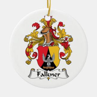 Escudo de la familia de Falkner Adorno Navideño Redondo De Cerámica