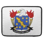 Escudo de la familia de Fayerweather Fundas Para Macbook Pro