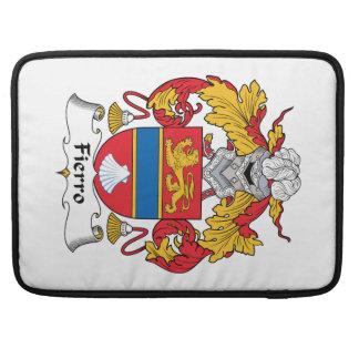 Escudo de la familia de Fierro Fundas Para Macbook Pro
