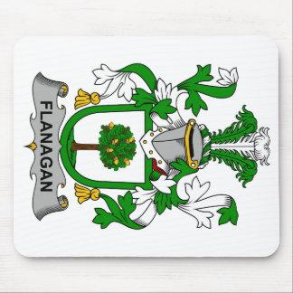 Escudo de la familia de Flanagan Alfombrillas De Ratón