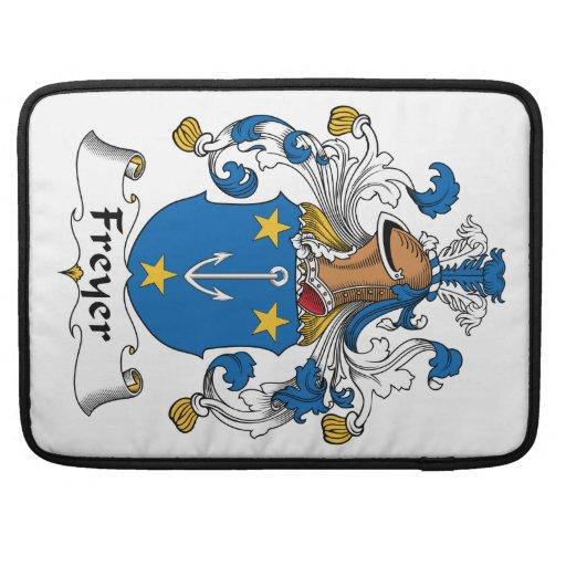 Escudo de la familia de Freyer Funda Para Macbook Pro