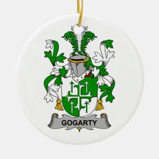 Escudo de la familia de Gogarty Adorno Navideño Redondo De Cerámica