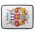 Escudo de la familia de Gouveia Fundas Para Macbooks