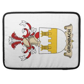 Escudo de la familia de Grünbach Funda Para Macbook Pro