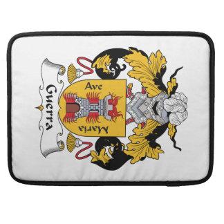 Escudo de la familia de Guerra Fundas Macbook Pro