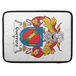 Escudo de la familia de Guerrero Fundas Para Macbook Pro