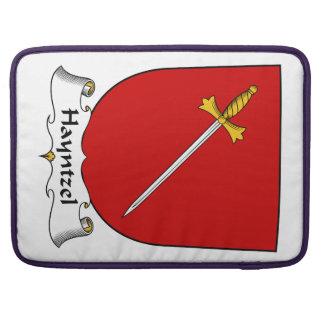 Escudo de la familia de Hayntzel Fundas Para Macbooks