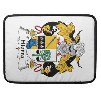 Escudo de la familia de Hierro Fundas Para Macbooks