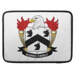 Escudo de la familia de Howes Funda Para Macbook Pro
